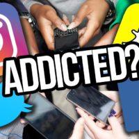 SNSA - persone che si connettono ai social da smartphone