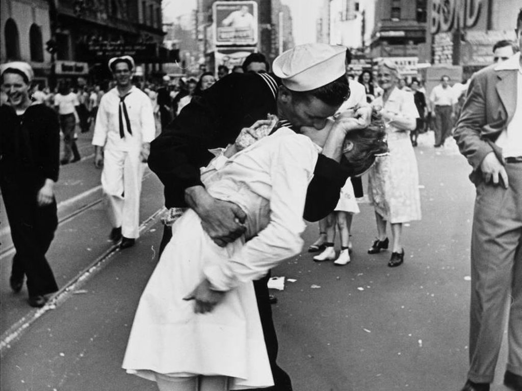 VJ Day Kiss - Times Square Manhattan