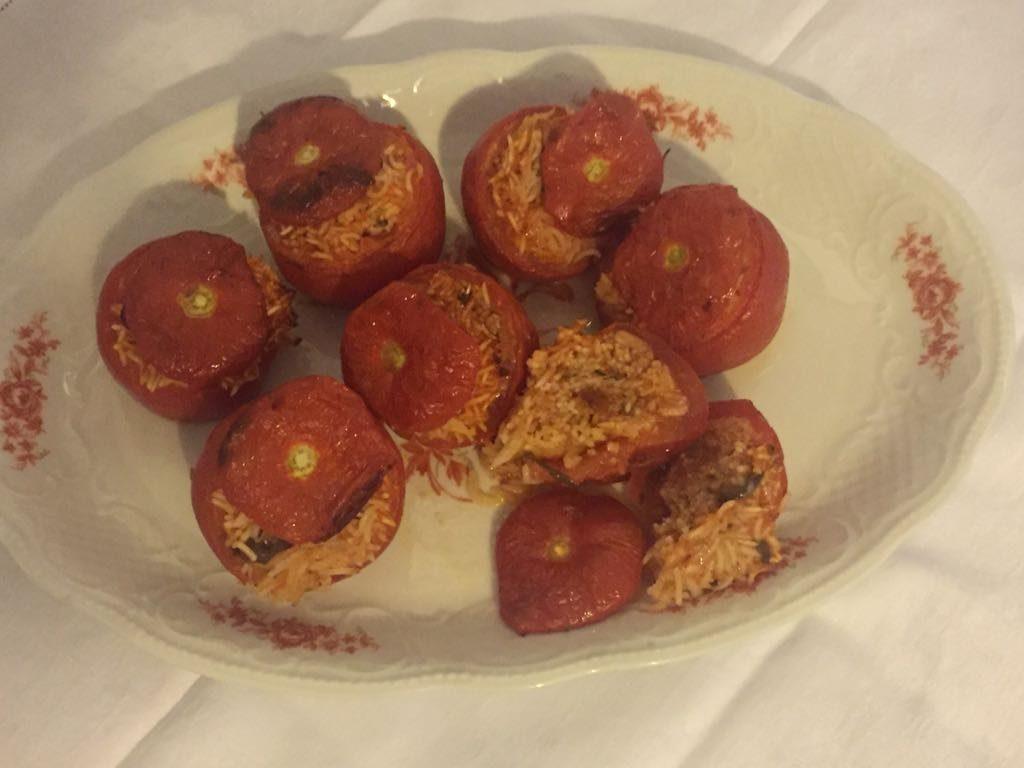 Rosso - Piatto di pomodori rossi ripieni di riso