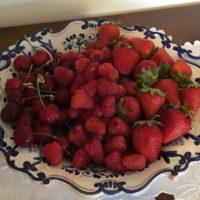 Rosso - I colori in cucina - Cesto di frutti rossi (fragole, ciliegie, lamponi)