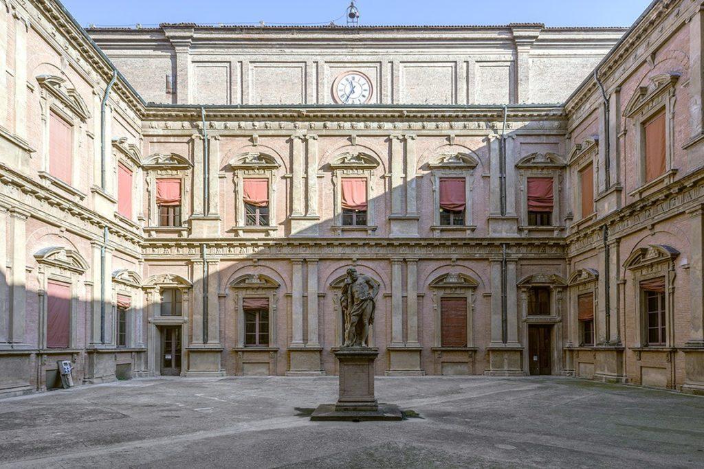 antiche università Cortile dell'Ercole, Palazzo Poggi