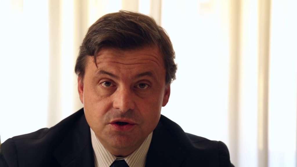 Primo piano di Carlo Calenda, ex Ministro dello sviluppo economico.
